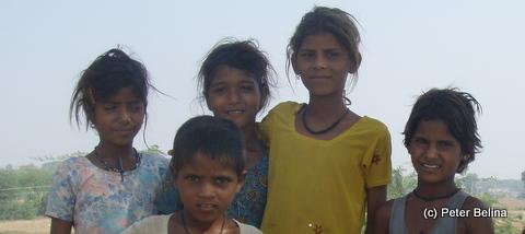 Rund ein Drittel der 1,2 Mrd. Inder ist juenger als 15 Jahre.